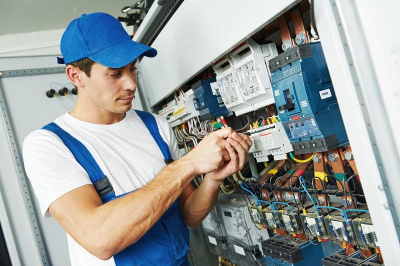 electrician-1154x768